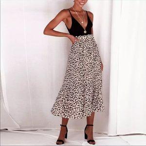 🆕 Leopard Print Midi Skirt